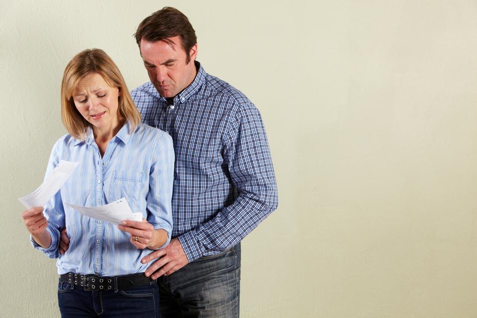 couple-opening-bills